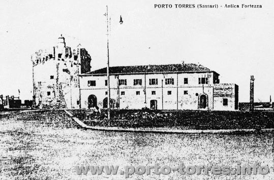 anni '40 sparisce la darsena e nasce Piazza Colombo