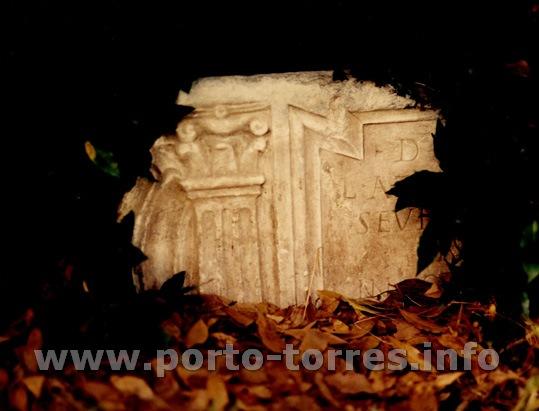 epigrafe su sarcoofago marmoreo