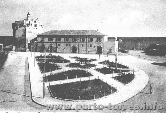 anni '50 sparisce la darsena e nasce Piazza Colombo